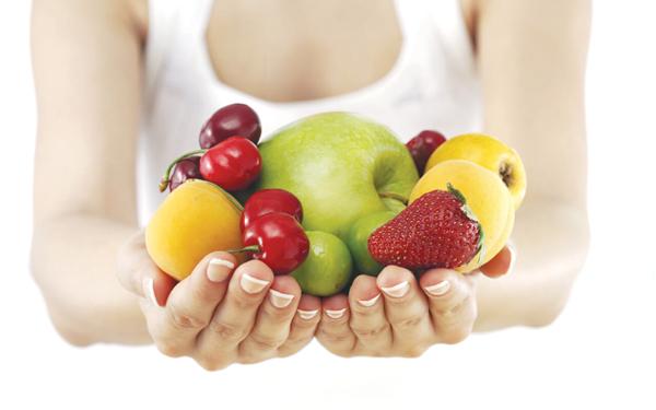 Ăn nhiều trái cây, đặc biệt là trái cây chứa nhiều vitamin C
