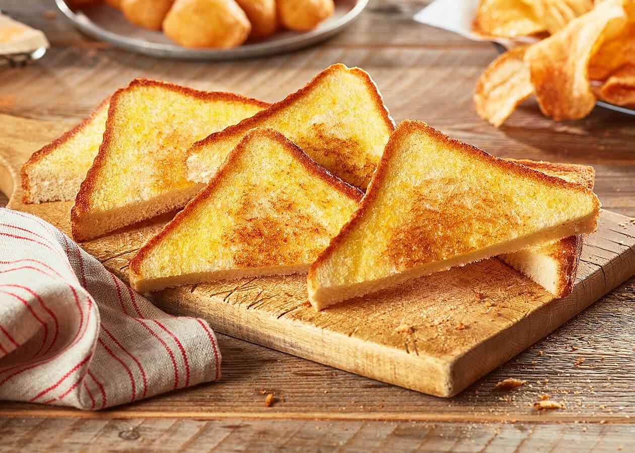 Bánh mì nướng cũng là thực phẩm an toàn cho dạ dày của bạn sau khi phải trải qua một ca ngộ độc thực phẩm. Ảnh: amazonaws.